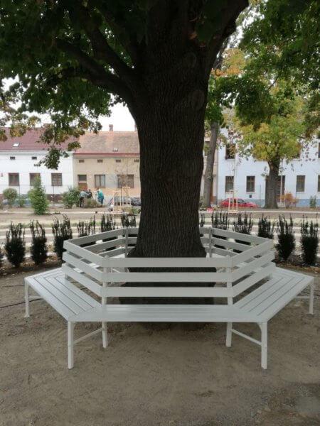 Atypické lavice k výročí 100 let republiky